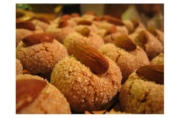Image of Amaretti Cookies, Foodista
